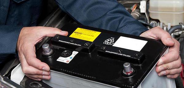 Montare baterii auto la domiciliu